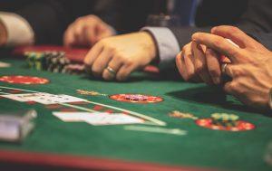 Pelinhoitaja kasinolla